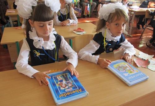 Herta Cernauti-elevi cu Abecedare