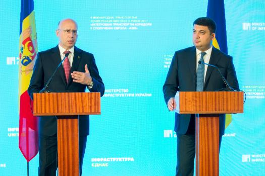 Prim-ministrii Pavel Filip si Volodimir Groisman-MD-UA-Odesa-8 sept 2017-foto Gov-md