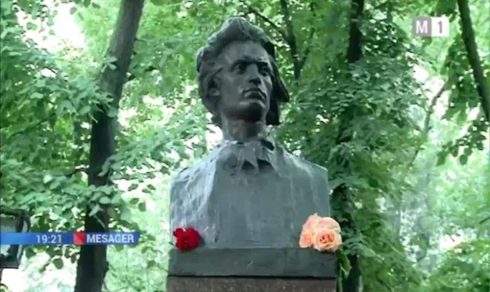 TVM-Congresul Eminescologilor-deschidere 4 sept 2017-bust Mihai Eminescu
