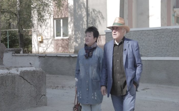 Film Eugen Doga-maestrul Doga cu sora sa Galina prin staul Mocra-Casa de Cultura-captura-Flacara Film-3 oct 2017