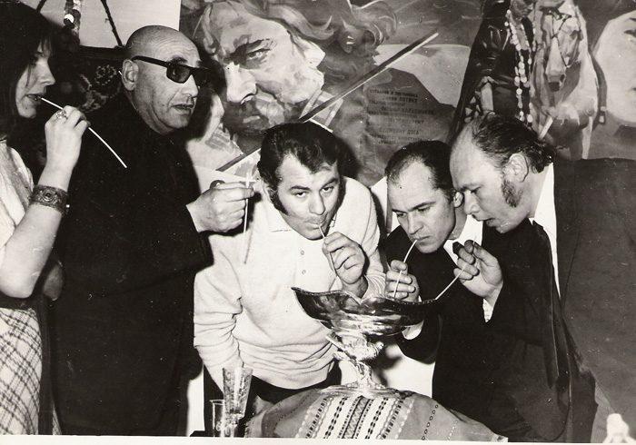 Emil Loteanu Eugen Doga s.a. trofeu Scoica de argint Spania pt film Lautarii 1972-700px