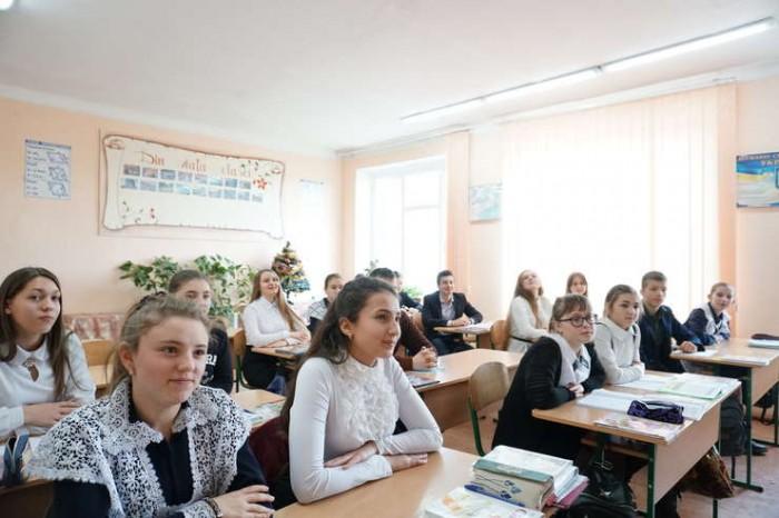 2-Cernauti elevi scoala romaneasca-rfi-ro