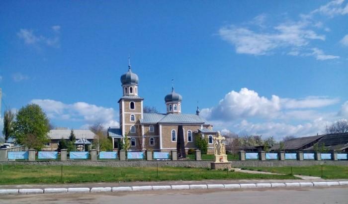 3-Parintele Nicolae Ciobanu-Cruglic-Criuleni Biserica din sat