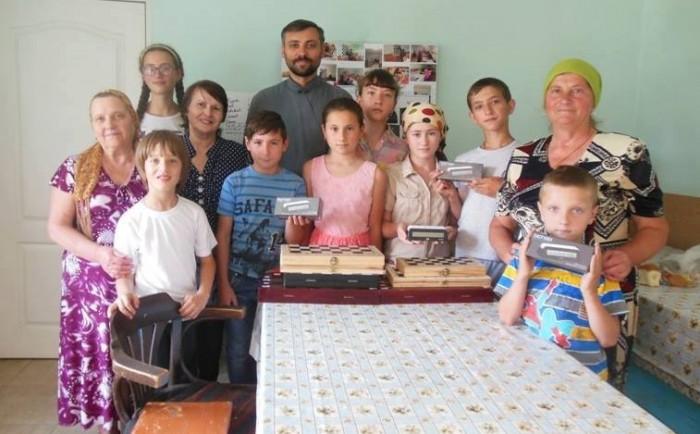 6-Parintele Nicolae Ciobanu-Cruglic-Criuleni si elevii Clubului de sah