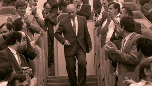 Alexandru Mosanu in Parlamentul RM-1991-600px