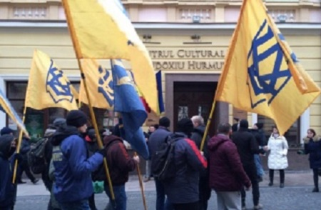 Cernauti extremistii iucraineni contra romanilor-NapocaNews-ro
