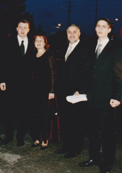 Constantin si Valentina Oboroc-fii Andrei si Dumitru-Canada 2002