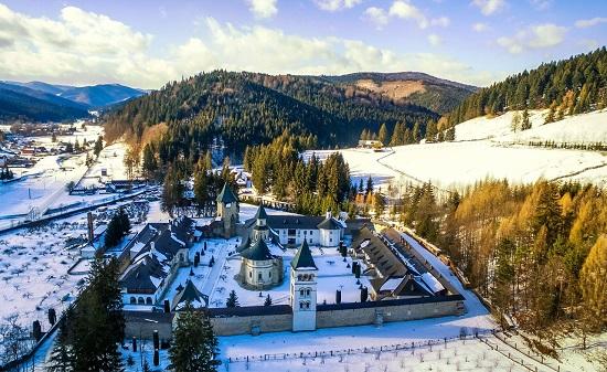 Manastirea Putna iarna-Facebook-copy 27 febr 2018