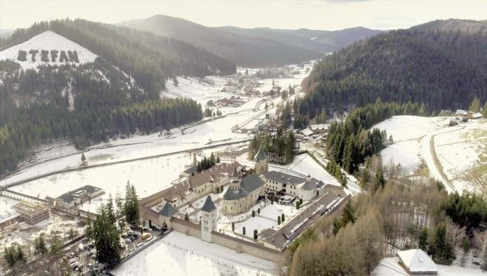 Manastirea Putna iarna-vedere de sus-pagina Facebook-copy 27 febr 2018