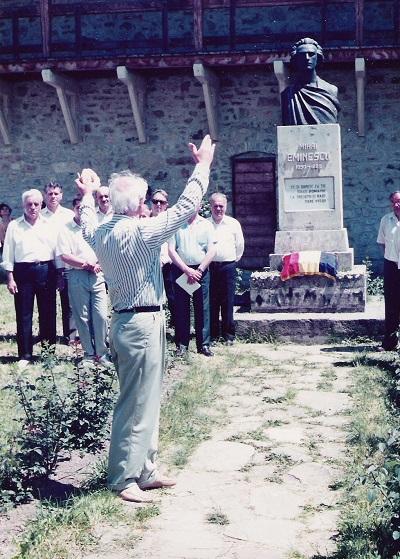 Doga Eugen la Eminescu-Min Putna la monument Eminescu 2005
