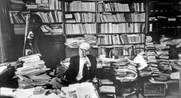 Mircea Eliade in Biblioteca sa Chicago