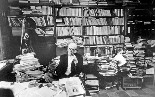 Mircea Eliade in Biblioteca sa Chicago