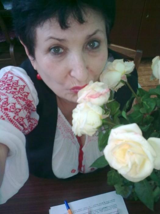 Nina Jovmir cu flori iulie 2010