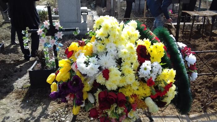 Nina Jovmir-flori pe mormint-16 martie 2018-900px