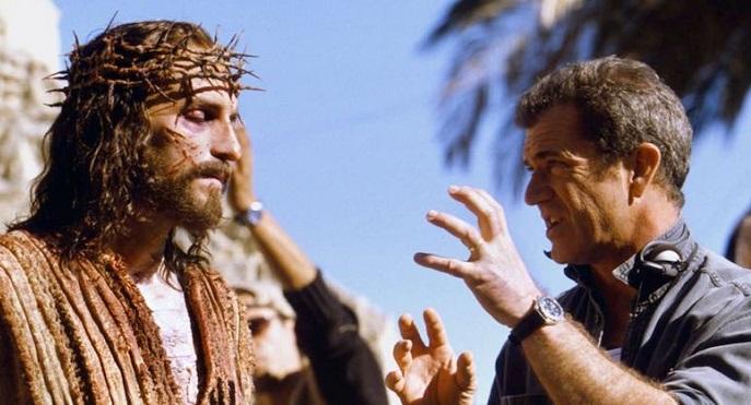 Patimile lui Hristos 4-actorul James Caviezel si regizorul Mel Gibson pe platou